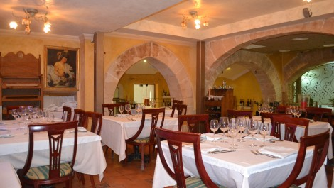 Restaurant for Sale in Palma Old Town – Leasehold (Traspaso) – Character Property with Charm!