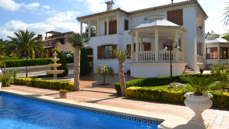 For Sale – Luxury Villa with Pool and Mountain Views in Bunyola