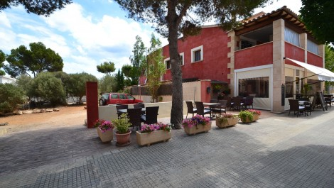 Restaurant, Apartment and Land with Permission to Build a Villa for Sale in Port Adriano – Investment Home and Income Opportunity!