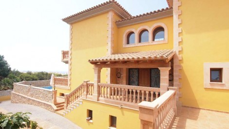 For Sale – Luxury Villa with Swimming Pool in Santa Ponsa