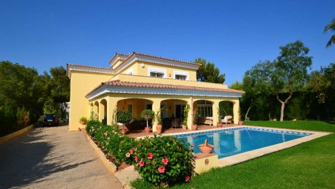 Villa For Sale – Luxury Property with Swimming Pool in Santa Ponsa – Great Opportunity at a Reduced Price!