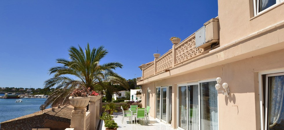 Restaurant Villa Private Residence and Apartment for Sale in East Mallorca Front Line to the Sea – Freehold