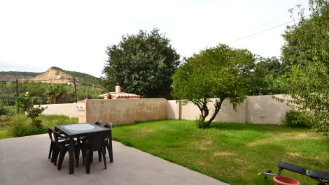 Ground Floor Apartment with Garden for Sale in Establiments, Mallorca with Mountain Views