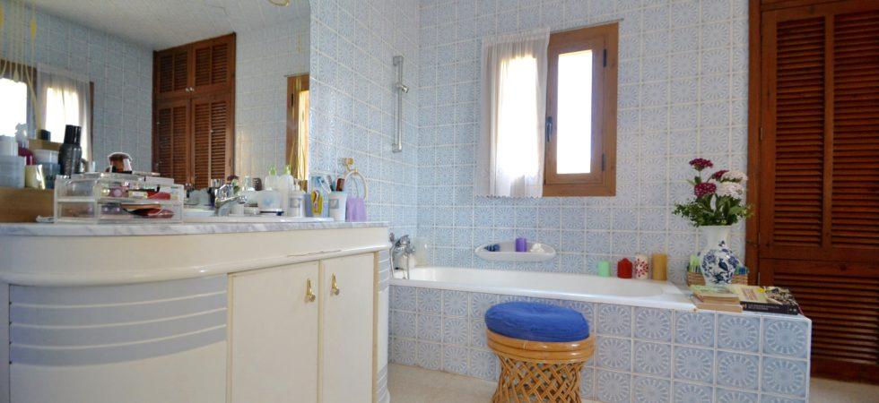 Villa for Sale with Direct Sea Access in Son Caliu