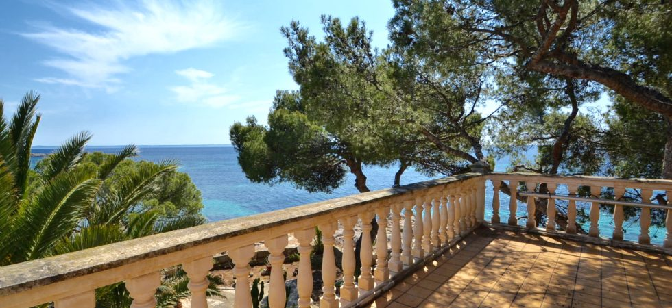 Villa for Sale with Direct Sea Access in Son Caliu
