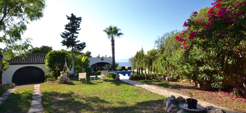 Villa for Sale in Bellavista, Calla Blava, Mallorca with Sea Views and direct access to Beach