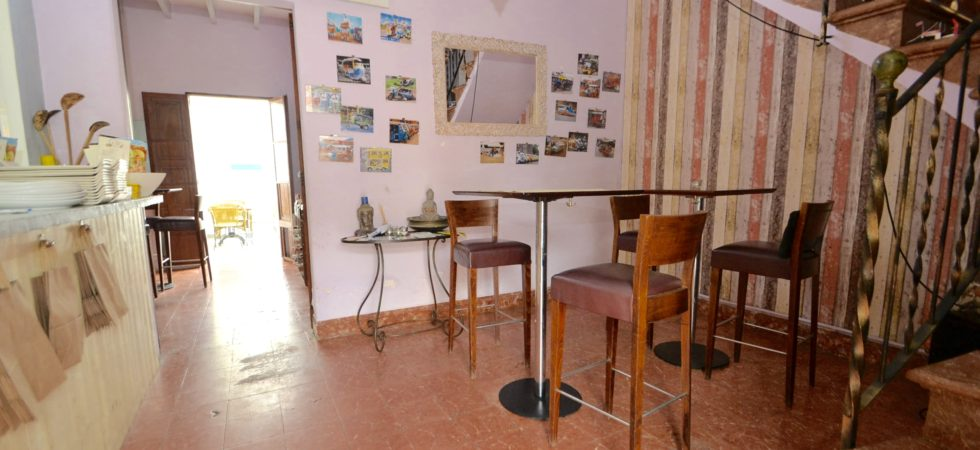 Restaurant for Sale in Port Andratx with Two Bedroom Apartment – Leasehold