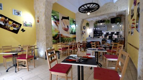Restaurant and Bar for Sale in Palma City – Leasehold