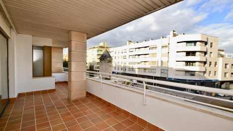 Four Bedroom Apartment with Parking and Terrace in Santa Catalina – Long Term Rental