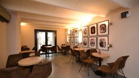 Bar for Sale in Palma Old City with Large Terrace – Prime Location!