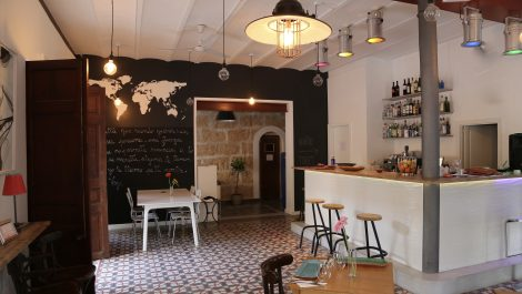 Bar Cafeteria for Sale in Santa Catalina Palma – Leasehold (Traspaso)