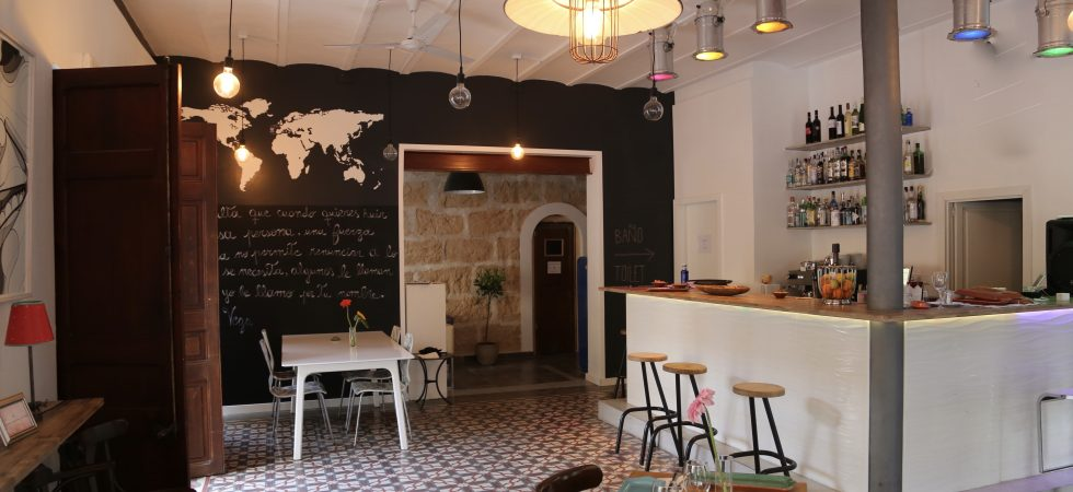Bar Cafeteria for Sale in Santa Catalina Palma – Leasehold (Traspaso)
