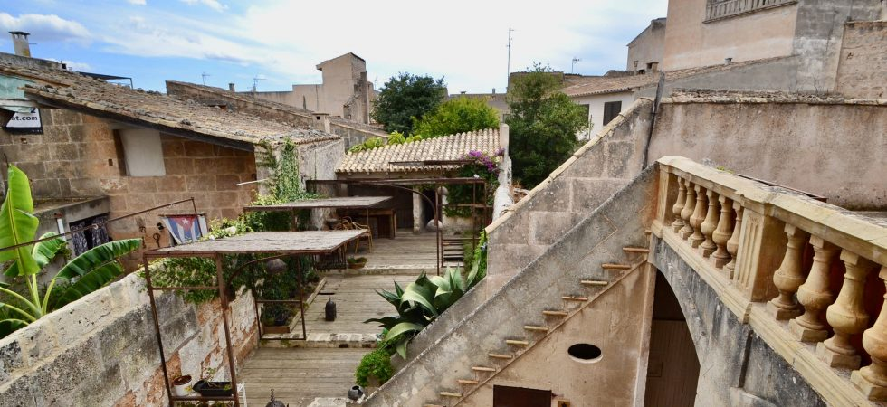 Restaurant & Living Accommodation in Village 20 minutes from Palma – Leasehold (Traspaso) – Price Reduction!