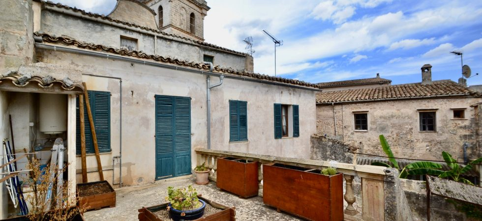 Restaurant & Living Accommodation with Potential for Hotel just 20 Minutes from Palma – Leasehold (Traspaso)